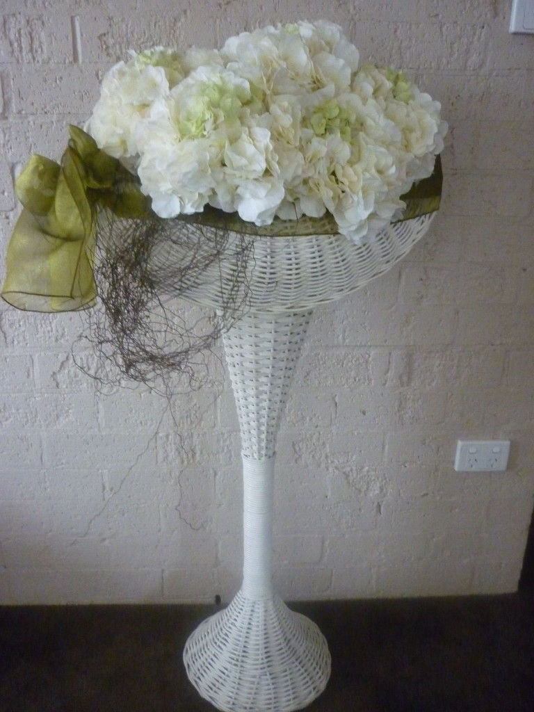Woven-Cane-Stand-with-Silk-Flowers-008